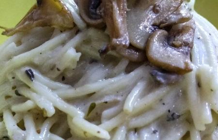 Spaghetti with Chicken in Creamy Mushroom Sauce
